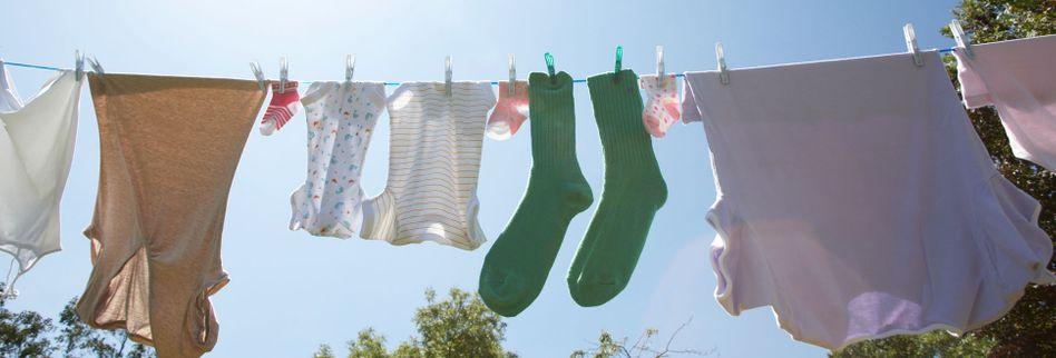 Wäsche richtig aufhängen: 7 Tipps, mit denen Kleidung schneller trocknet