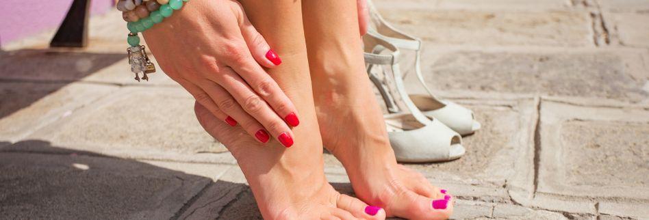 Neue Schuhe drücken? Dieser einfache Trick hilft über Nacht!
