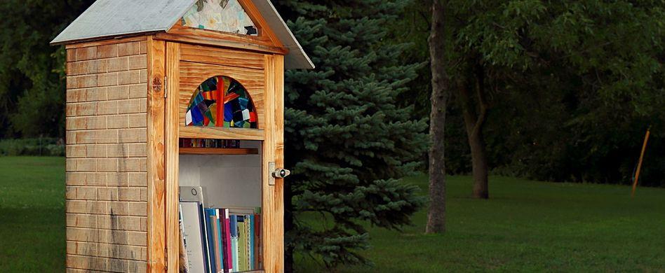 Wohin mit alten Büchern? 5 Tipps vom Messerblock zur Schmuckschatulle