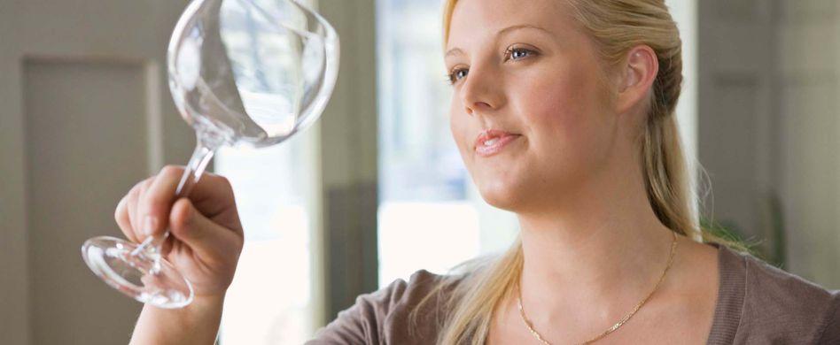 Wasserflecken entfernen: Tipps gegen Kalkflecken auf Glas
