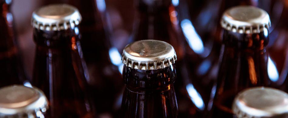 Bierflasche öffnen ganz ohne Flaschenöffner! 3 Hacks