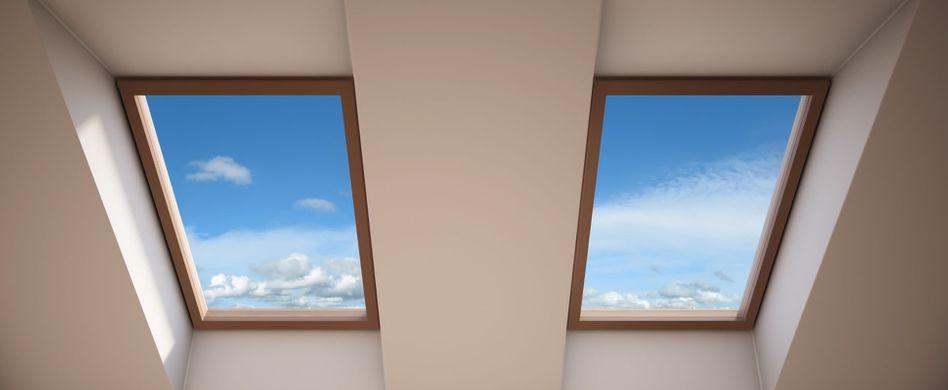 Dachfenster putzen: So blitzen schwierige Fensterflächen