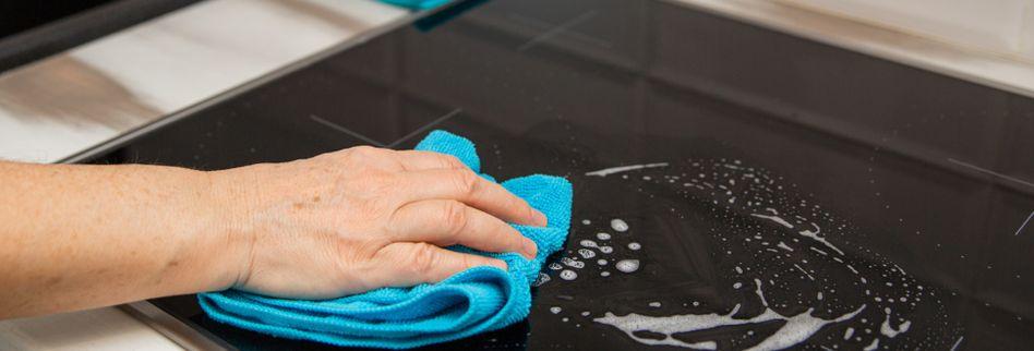 Ceranfeld reinigen: So wird das Glaskeramikkochfeld wieder sauber