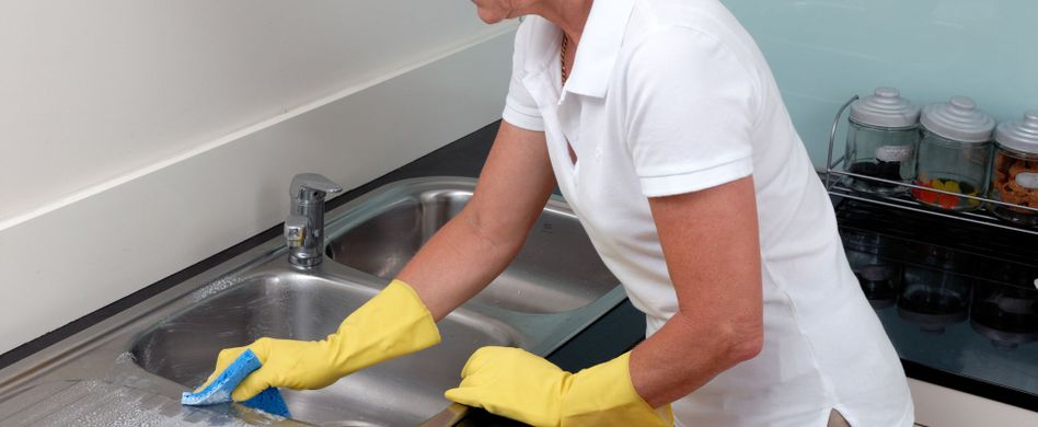 Granit oder Edelstahl? Spüle reinigen und Material schonen