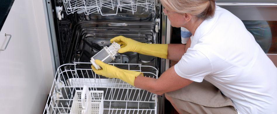Spülmaschine reinigen: So wird der Geschirrspüler sauber