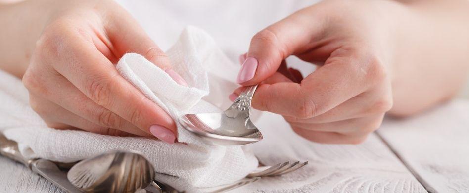 Silber reinigen: So glänzen Besteck und Schmuck wie neu