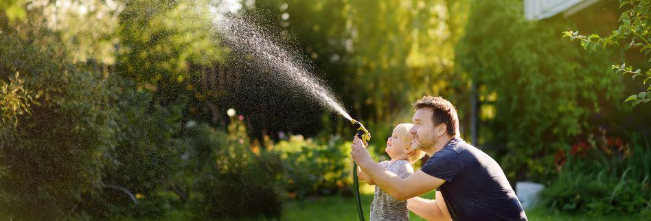 Gartenarbeiten im Juli: Was bei den hohen Temperaturen im Garten wichtig